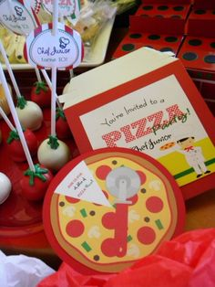 Pizza party birthday theme - guests make their own pizzas. Baking Birthday Parties, Baking Party, Kid Parties, Italian Themed Parties, Italian Party, Pizza Party Birthday, Birthday Party Invitations, 7th Birthday, Happy Birthday