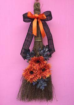 Halloween scopa scopa Door Hanger gancio della di AHolidayShoppe