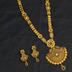 Gold Jewellery Design, Antique Jewellery, Gold Jewelry, Women Jewelry, Long Necklaces, Gold Fashion, Fashion Necklace, Necklace Set, Crochet Necklace