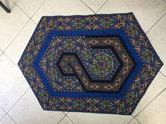 Trabalho feito com tecido barrado e triângulos de 60º.