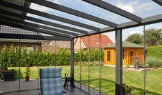 Interno veranda completa con vetrate scorrevoli