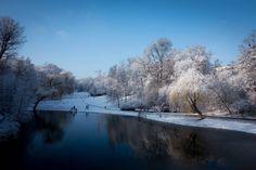 31. Januar 2015. In Berlin verabschiedet sich der Januar, indem er sich noch einmal von seiner schönsten Seite zeigt. Im Volkspark Wilmersdorf können sich Spaziergänger an einer zauberhaften Landschaft erfreuen.