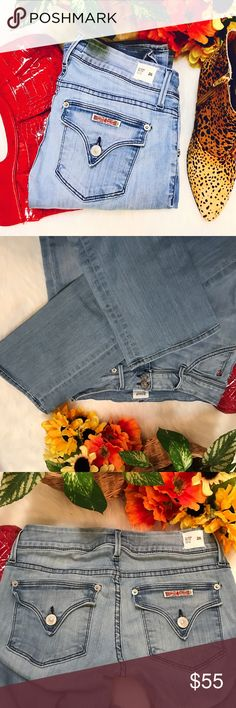 """Hudson  """"Beth"""" midrise, baby boot style These are super cute light denim in the Beth baby boot midrise style.  In excellent condition without any fraying or outward flaws.  14in waist, 8in rise and 33in onseam😍 Hudson Jeans Jeans Boot Cut"""