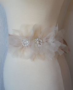 erin cole bridal belts amp sashes couture refreshing designs beaded floral motif with heavily beaded appliques clusters of crystals and white opaque beads - PIPicStats Wedding Dress Sash, Wedding Belts, Headpiece Wedding, Wedding Attire, Wedding Dresses, Bridesmaid Dresses, Diy Hair Accessories, Bridal Accessories, Bridal Jewelry