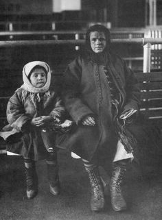 Italian immigrants, Ellis Island, New York, 1905