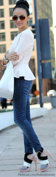 Love this whole outfit! Blue jeans, high heel shoes, white shirt and bag street style Street Style 2014, Street Chic, Street Fashion, Street Wear, Casual Outfits, Cute Outfits, Fashion Outfits, Casual Jeans, Love Fashion