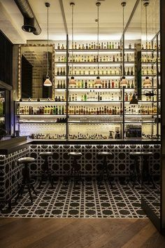 Carrying wall tile to floor Restaurant & Bar Design Awards. change in floor finish, bar apron - ceramic tiles Cafe Bar, Cafe Restaurant, Design Bar Restaurant, Restaurant Ideas, Luxury Restaurant, Bar Design Awards, Bar Interior Design, Cafe Design, Design City