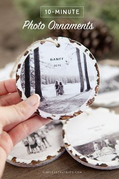 DIY Christmas Gifts - 10 Minute Photo Keepsake Ornaments - Easy Handmade Gift Ideas for Xmas Presents - Cheap Projects to Make for Holiday Gift Giving. DIY Christmas Gifts - 50 Gifts To Give For The Holidays Diy Gifts For Christmas, Noel Christmas, Diy Christmas Ornaments, Xmas Crafts, Christmas Projects, Winter Christmas, Holiday Fun, Diy Photo Ornaments, Photo Christmas Tree