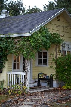 The Shoebox Inn House Tour - The Sayre family bought their vacation home in Seaview, Washington twelve years ago. This one bedroom cottage is blocks from the waterfront in a sleepy coastal town just 3 hours south of Seattle. Now spending most of their time up north in the city, the Sayres have opened their home to guests and family friends who need a quiet getaway. Welcome to the Shoebox Inn.