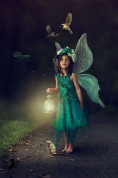 Photo Tia and Harry the Rat by Nikki Harrison on Fairy Photography, Creative Photography, Children Photography, Photography Outfits, Photography School, Photography Books, Chicago Photography, Photography Lighting, Flash Photography