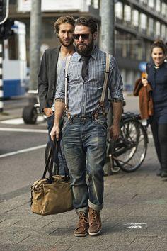 Hyvät rouvat ja herrasmiehet. Miestenmuoti on saanut uuden tatuoidun ja karvaisenlajikkeen, metsuriseksuaalit (Engl. lumbersexual). Nämä metsien herrasmiehet käyttävät farkkuja, tweedliiviä ja fla...