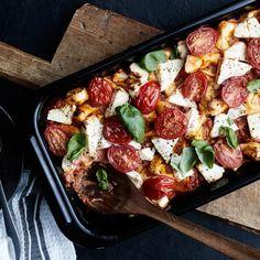 Tomaatti-fetapasta uunissa | Pasta | Yhteishyvä Veggie Recipes, Pasta Recipes, Vegetarian Recipes, Cooking Recipes, Healthy Recipes, Healthy Food, Feta Pasta, Lentils, Tofu