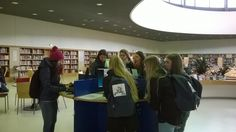 Tünde with students in the Kuopio library