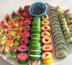 Dessert sushi made of candy and rice crispies to look like nigiri and brownie bites to look like maki. Dessert Sushi, Cute Food, Good Food, Yummy Food, Sushi Recipes, Cooking Recipes, Candy Sushi Rolls, Sushi Party, Best Party Food
