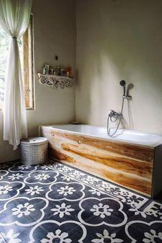 Blau-graue Fliesen Badezimmer