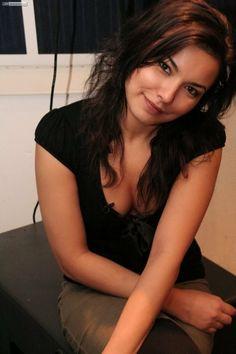 Karine Ferri Hot, Anais Baydemir, Indian Beauty, Long Hair Styles, Tv, Long Hairstyles, Long Haircuts, Television Set