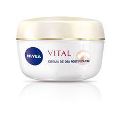 NIVEA Vital Crema de Día Fortificante con extractos de perla y calcio. La combinación perfecta para conseguir una piel llena de energía.