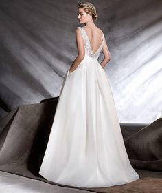 OVEGA - A sweet wedding dress with a classic look and a dreamlike appearance. A beautiful creation in a combination of garza silk, pailettes and organza with gemstones at the waist and an sumptuous princess skirt.
