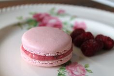 The Cottage Diaries: Raspberry Macarons