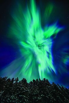 A dramatic image of the Northern Lights, as shot in Alaska by Daryl Pederson (©Daryl Pederson)