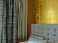 Berliner Penthouse- Wohnung Schlafzimmer, Gold und Silber Effekt, gestepptes Leder- Kopfteil, Blattgoldwand harryclark colour4design.de