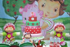 Dica para as mães de bebê: festa no tema Moranguinho Baby. Mais fotos em: http://mamaepratica.com.br/2013/10/25/festa-moranguinho-baby/ Foto: Blog Mamãe Prática