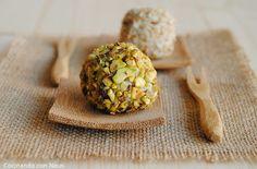 Cocinando con Neus: Bolitas de crema de queso rebozadas con pistachos y corazón de uva