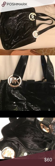 ef0e41cbf3bc Snakeskin Michael Kors purse Cute snakeskin handbag with big MK logo Michael  Kors Bags Shoulder Bags