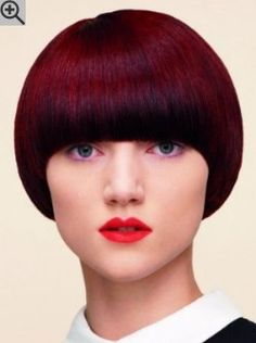 Mushroom haircut that resembles a helmet. The long bangs bring attention to the eyes. Brown Straight Hair, Short Brown Hair, Short Hair Cuts, Full Fringe Hairstyles, Bob Hairstyles, Straight Hairstyles, Hair Styles 2016, Curly Hair Styles, Mushroom Haircut