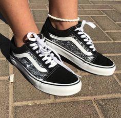 Splatter Vans Source by shoes Tenis Vans, Vans Sneakers, Painted Vans, Painted Shoes, Vans Shoes Fashion, Vans Shoes Women, Vans Men, Sports Shoes, Boys Shoes