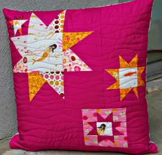 pillow Kona Cerise quilting in wavy lines (perfect for the waves effect) zipper closer Sewing Pillows, Diy Pillows, Pillow Ideas, Patchwork Cushion, Quilted Pillow, Star Quilt Blocks, Star Quilts, Cushions To Make, Pin Cushions