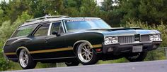 1970 Olds Vista Cruiser with 442 W25 hood and side stripes added.