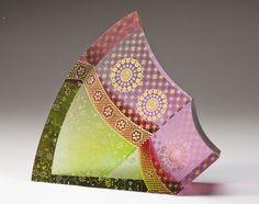 【深淵な美の世界】ガラスに金箔を閉じ込める唯一無二の手法。截金(きりかね)作家・山本茜の作品 (Approach one and only confine the gold leaf on glass. Piece of cut gold leaf (Kirikane) writer Yamamoto Akane)