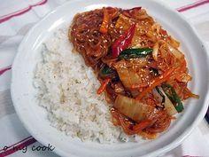 Kimchi and bacon spicy japchae Korean Dishes, Korean Food, K Food, Just Cooking, Rice Bowls, Food Items, Kimchi, Japchae, Food Hacks