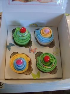 Cupcake washcloths. Such a great gift idea! Mum would love it