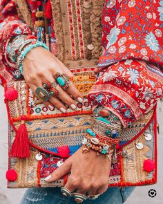Gypsy style Bohemian style tribal and Nepalese rings Hippie Chic, Hippie Style, Bohemian Style Clothing, Estilo Hippie, Gypsy Style, Boho Gypsy, Boho Chic, Boho Style, Bohemian Bag