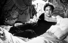 Gloria Swanson plays an aging silent film star in the 1950 classic Sunset Boulevard. Sunset Boulevard, Erich Von Stroheim, La Confidential, Billy Wilder, Silent Film Stars, Classic Actresses, Classic Movies, Paramount Pictures, Ballerina