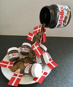 Pengegave til konfirmation. Pengene bliver placeret i Nutella-glasset sammen med brunt silkepapir.