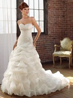 2012 Style A-line Sweetheart  Lace Sleeveless Court Trains Organza White Wedding Dress For Brides