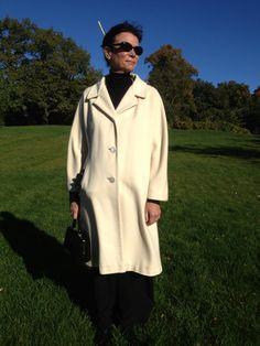100 % Cashmere. En äkta Connoiseur tailored by La Vigna. (Från Antikmässan i Helsingborg 2012)