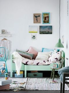 Here are some doable living room decor and interior design tips that will make your home cozy and comfortable for family and friends. Green Kids Rooms, Casa Kids, Deco Kids, Old Beds, Kid Spaces, Space Kids, My New Room, Kids Decor, Kid Decor