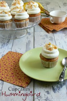 Hummingbird cupcakes... These look tasty, gotta try this recipe!