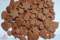 Kraina Tysiąca Smaków: Idealny przepis na pierniczki świąteczne Lollipop Candy, Candy Cookies, Gingerbread Cookies, Dog Food Recipes, Cupcakes, Meals, Baking, Fruit, Desserts