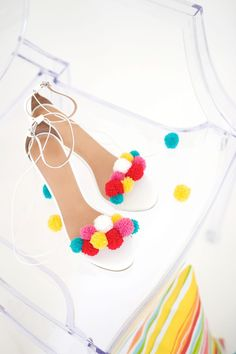 recreate this seasons hottest footwear by making your own DIY pom pom sandals. They will turn heads and save you a ton of money! Diy Crafts For Adults, Fun Diy Crafts, Craft Stick Crafts, Pom Pom Sandals, Diy Mode, Pom Pom Crafts, Do It Yourself Crafts, Diy Accessories, Craft Tutorials