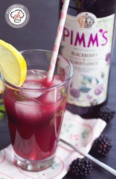 Ein leckerer, erfrischender Cocktail, mit Brombeeren, Minze und leckerem Pimm's. Dieser Sundowner wird euch gefallen, auch noch nach dem Sonnenuntergang.