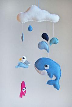 Mobile Plitsch-Platsch mit Möwe, Wal, Krake und Regentropfen // crib mobile splish-splash with seagull, whale, rain drops, and octopus via DaWanda.com