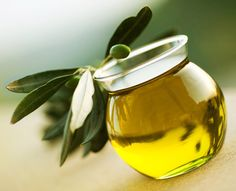 Arthritis Remedies Olive Oil massaged over joints can reduce arthritis symptoms - Natural remedies, like aloe vera and licorice, can help relieve some arthritis pain symptoms. Try these 9 all-natural remedies today. Rheumatoid Arthritis Diet, Yoga For Arthritis, Types Of Arthritis, Arthritis Remedies, Arthritis Symptoms, Salt Bath Benefits, Mediterranean Diet Recipes, Natural Cures, Body Butter