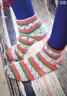 Learn to knit toe-up socks with Magic Loop-technique. Free video pattern on… Knitting Help, Knitting Socks, Hand Knitting, Knit Socks, Knitted Socks Free Pattern, Knitting Patterns Free, Crochet Crafts, Knit Crochet, Knitted Booties