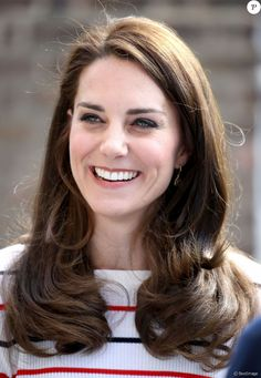 """""""She's got more hair than God,"""" says Babaii of Kate Middleton, Duchess of Cambridge. """"The layers help frame her oval face and control the volume. All-one-length hair would weigh her down. Princesse Kate Middleton, Kate Middleton Hair, Kate Middleton Photos, Oval Face Shapes, Oval Faces, Eyebrow Shapes, Eye Shapes, Layered Curls, Long Layered"""
