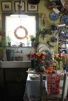 cuisine anglaise Style Cottage Anglais, Cottage Style, Style Anglais, Shabby Chic, Shabby Vintage, Vintage Country, Vintage Farmhouse, Cozy Kitchen, Farmhouse Kitchen Decor